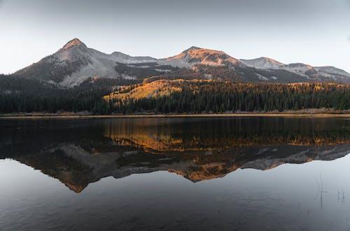 Fotobanka sbezplatnými fotkami na tému cestovať, exteriéry, farby jesene, hora