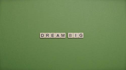 Безкоштовне стокове фото на тему «зелений фон, листи, літери»