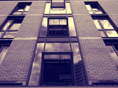 Foto stok gratis Arsitektur, baja, barang kaca, bidikan sudut sempit