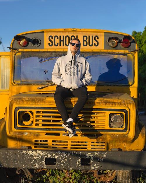 Gratis stockfoto met auto, autobus, brandstof, buiten