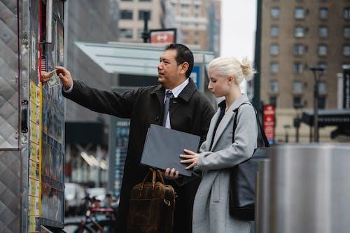 Gratis lagerfoto af arbejde, at gå, bås, betale
