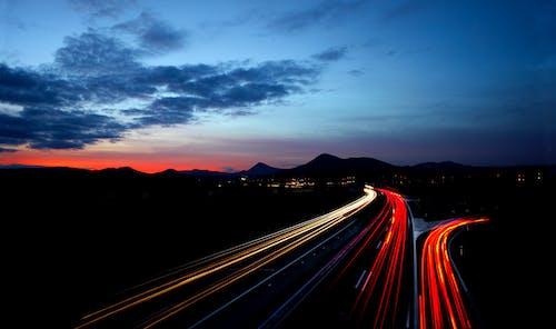 Imagine de stoc gratuită din apus, asfalt, blur, dâre de lumină