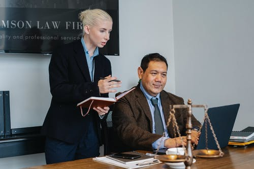 Základová fotografie zdarma na téma advokát, asistent, chytrý, diskutovat
