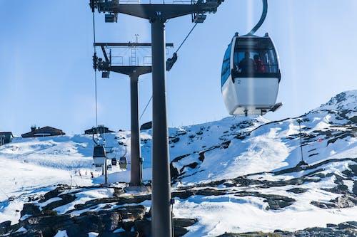 Ilmainen kuvapankkikuva tunnisteilla ajoneuvo, flunssa, hiihtää, hiihtäjä