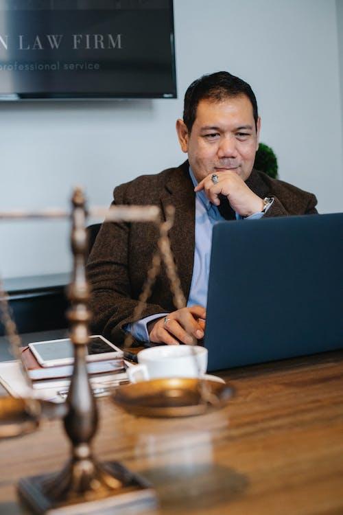 Безкоштовне стокове фото на тему «азіатський чоловік, в мережі, ваги»