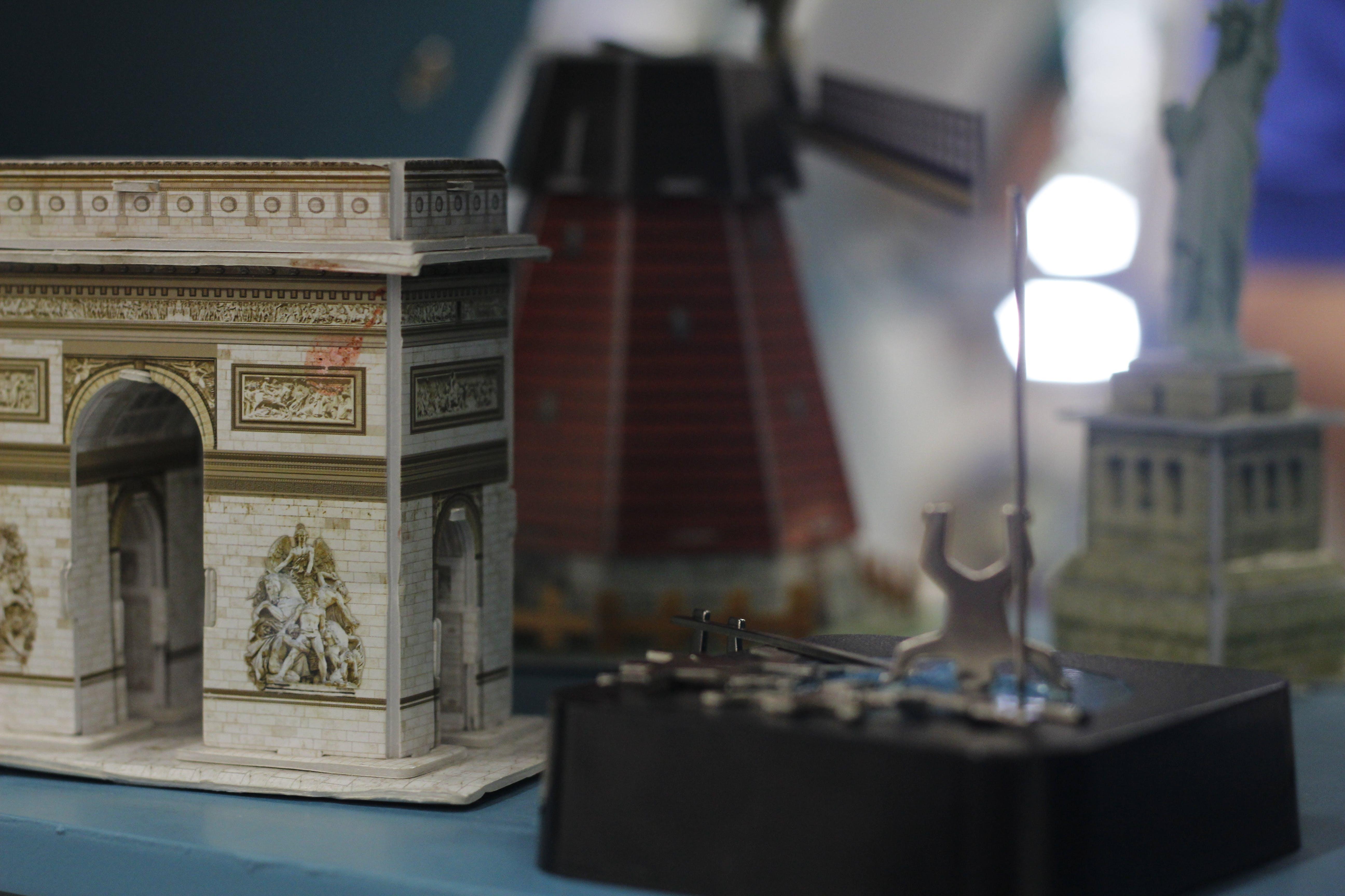 Fotobanka sbezplatnými fotkami na tému #miniature #paper #castle