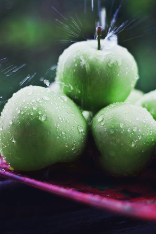 Foto d'estoc gratuïta de fresc, fruites, gotes de pluja, menjar