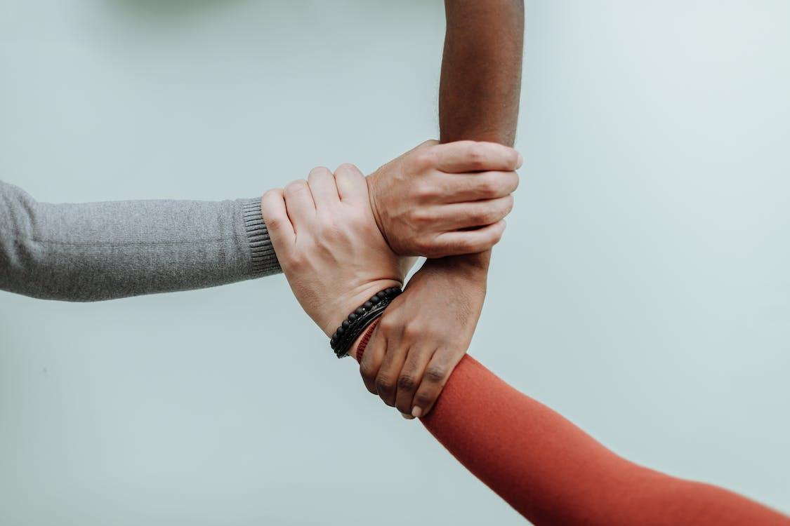 Mann Und Frau Händchen Haltend