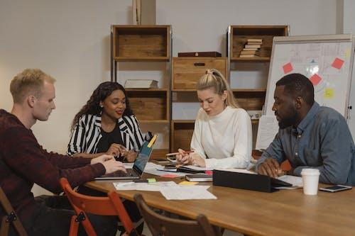 간부 회의, 공동 작업, 기업인의 무료 스톡 사진