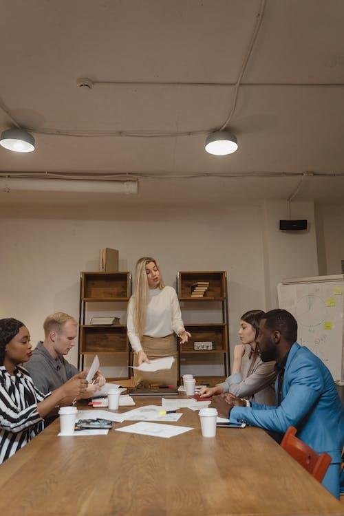 人, 僱員, 办公室工作 的 免费素材图片