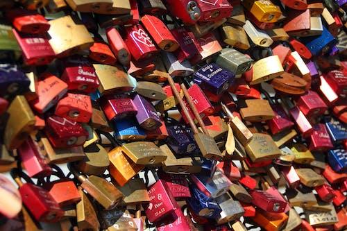 Photos gratuites de amour, balustrade de pont, beaucoup, cadenas