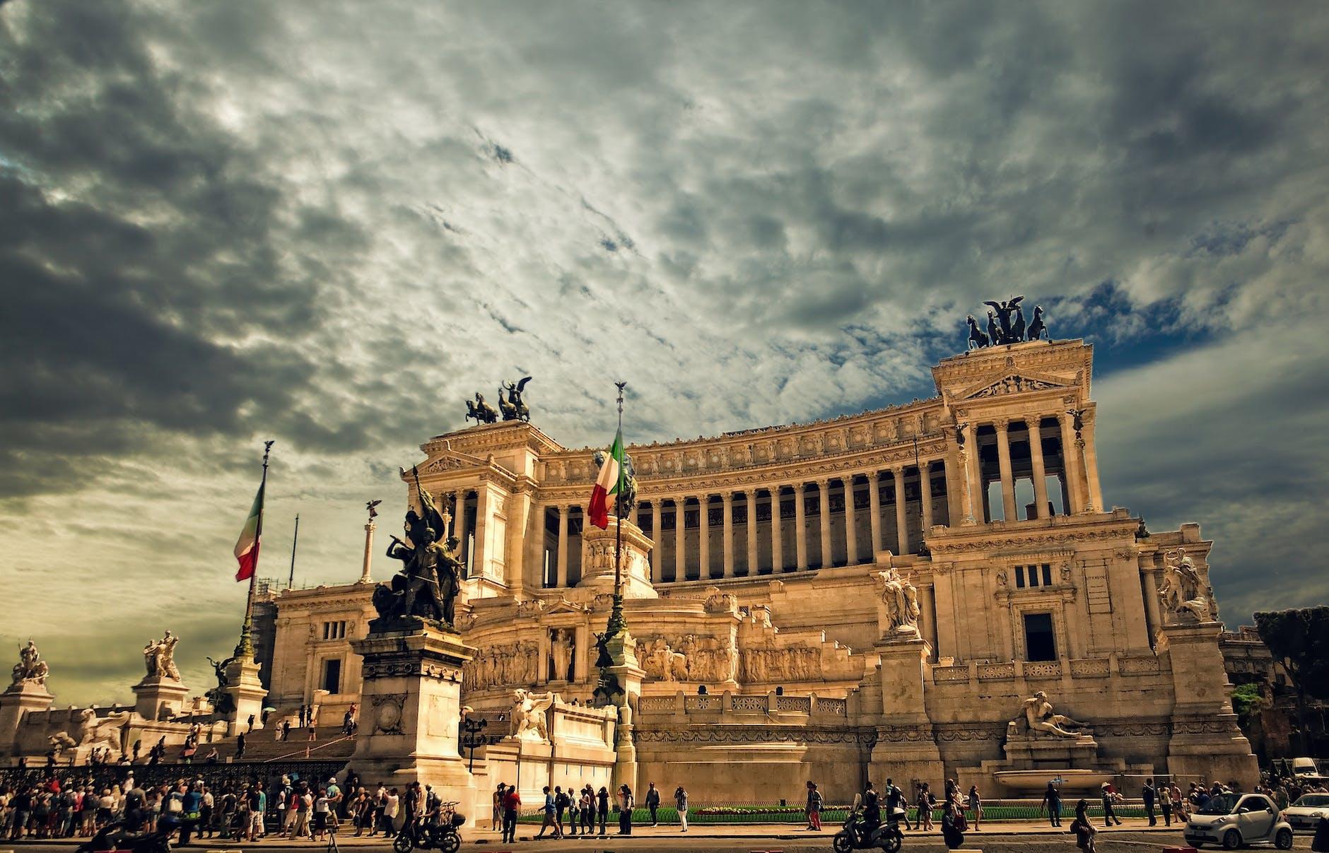 https://images.pexels.com/photos/56886/vittorio-emanuele-monument-rome-rome-palace-altare-della-patria-56886.jpeg?auto=compress&cs=tinysrgb&dpr=2&h=650&w=940
