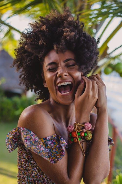 Kostenloses Stock Foto zu accessoire, afro, afroamerikaner-frau