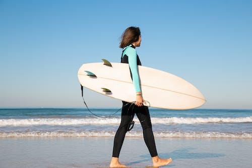 Ilmainen kuvapankkikuva tunnisteilla aallot, henkilö, hiekka