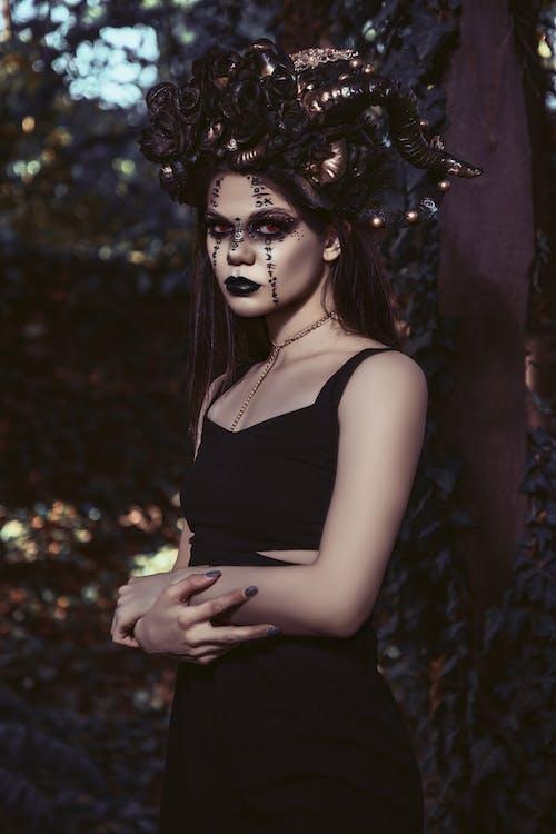 Gotische Dame Im Halloween Kostüm