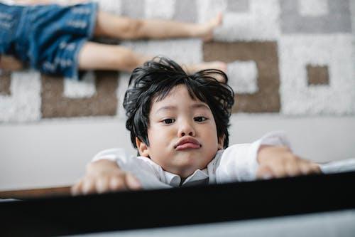 Gratis stockfoto met aandacht, appartement, aziatisch jongetje, Aziatische jongen