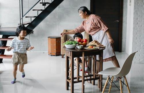 Kostenloses Stock Foto zu aktiv, asiatische frau, asiatische kinder, asien: menschen