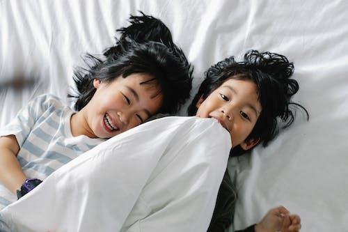 Ilmainen kuvapankkikuva tunnisteilla aasialaiset lapset, aasialaisia lapsia, halaus, hauska