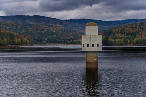Gratis lagerfoto af arkitektur, efterår, falde, flod