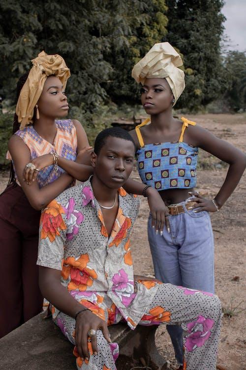Gratis stockfoto met Afrikaanse man, Afrikaanse vrouw, bank, bankje