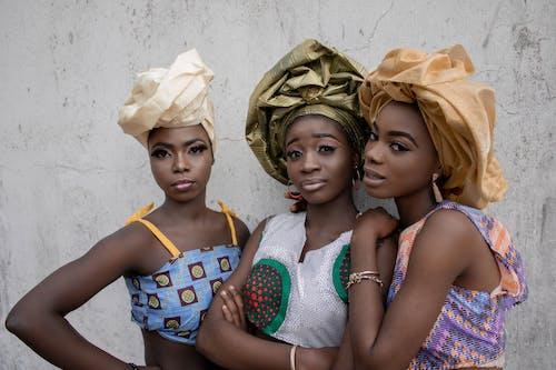 Gratis stockfoto met accessoire, Afrikaanse vrouw, beton, bouw