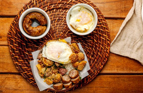 Scrumptious fried sausages and eggs served on pad