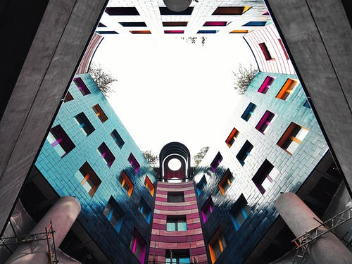 Ilmainen kuvapankkikuva tunnisteilla arkkitehtuuri, kuva alakulmasta, perspektiivi, rakennus