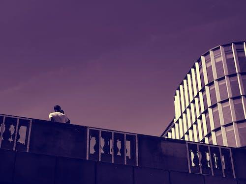 Kostnadsfri bild av arkitektur, byggnad, person, svartvit