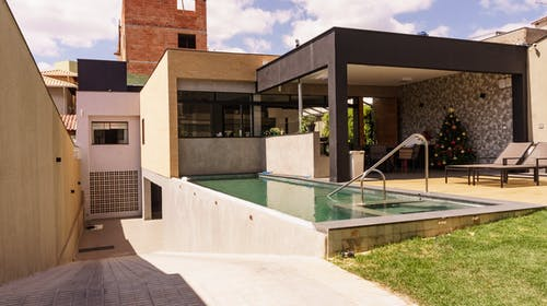 Gratis stockfoto met achtererf, achtertuin, architectuur
