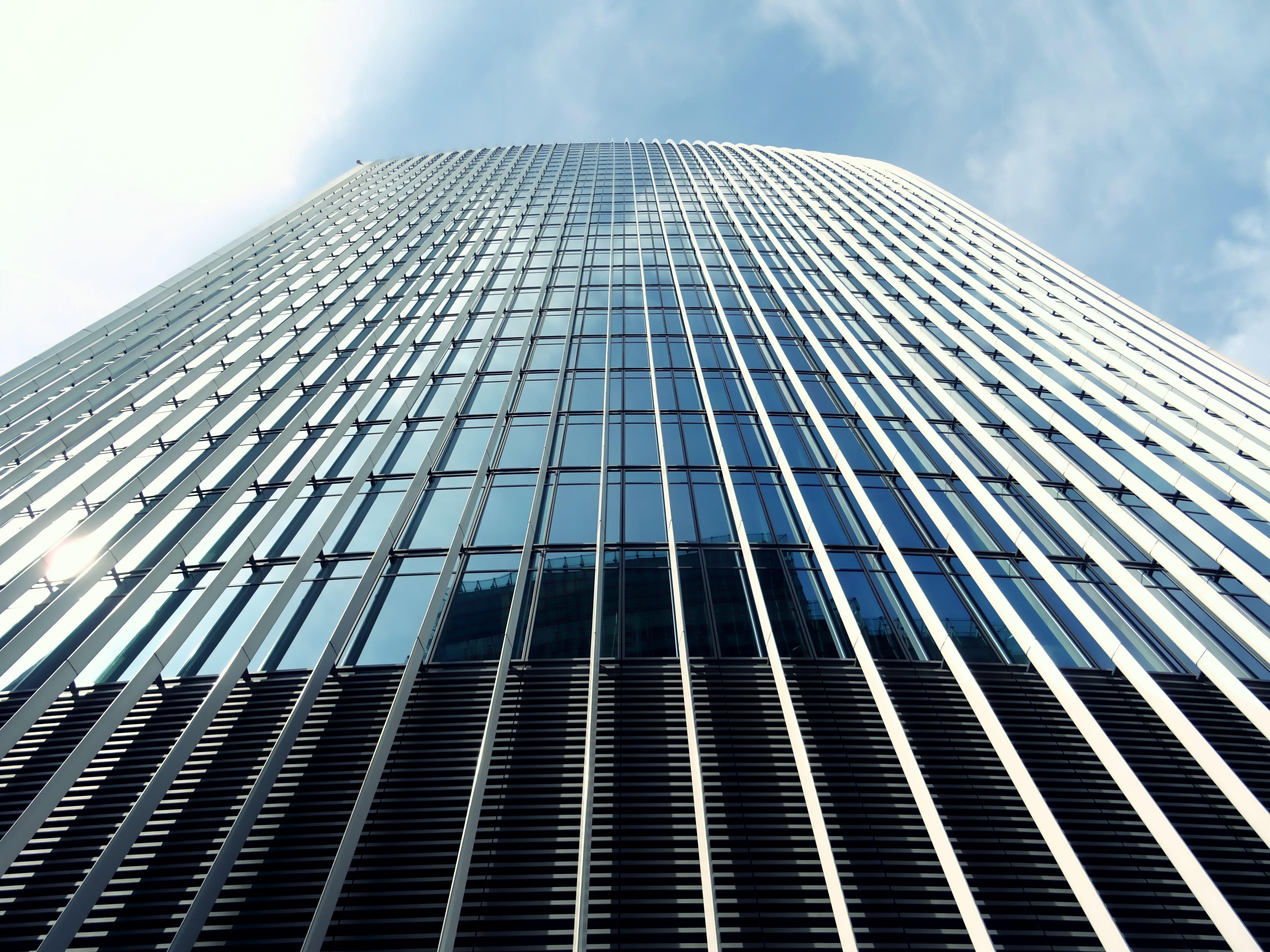Imagine de stoc gratuită din arhitectură, clădire, fotografie cu unghi mic, obiecte din sticlă