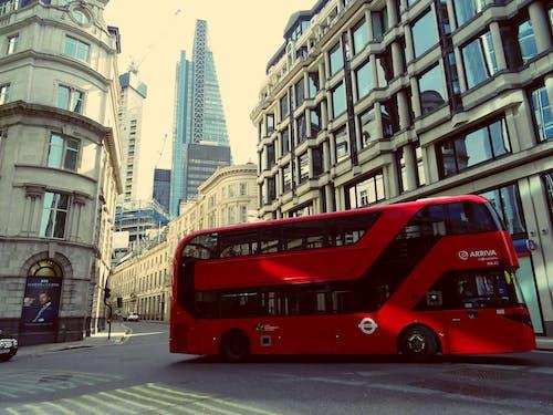 Безкоштовне стокове фото на тему «автобус, автомобіль, архітектура, будівлі»
