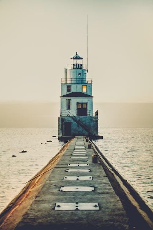 Immagine gratuita di acqua, alba, architettura, crepuscolo