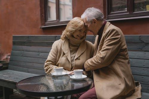 Kostnadsfri bild av äldre kvinna, äldre man, äldre par