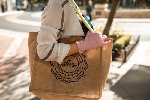 Braune Und Weiße Einkaufstasche
