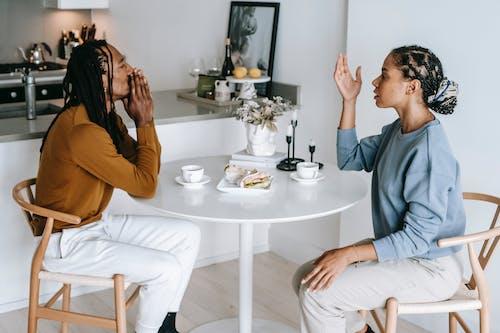 Schwarzes Paar, Das Konflikt In Der Küche Hat