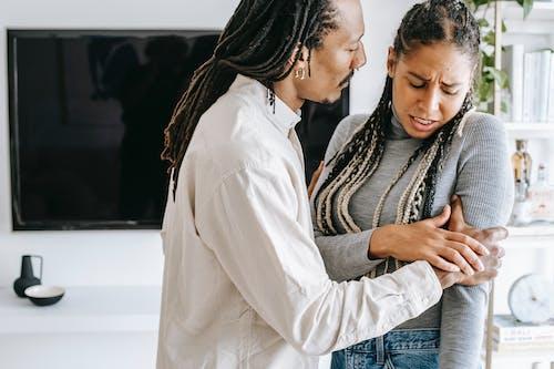 Crop Black Couple Bertengkar Di Rumah