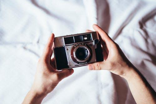 Analog, bağbozumu, eller, iyi içeren Ücretsiz stok fotoğraf