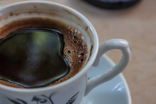 Ilmainen kuvapankkikuva tunnisteilla kahvi, kahvikuppi, kahvipapu, musta kahvi