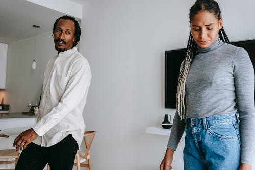 Kostenloses Stock Foto zu afroamerikanerpaar, Ärger, argumentieren, beenden