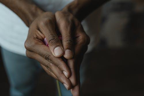 Безкоштовне стокове фото на тему «Вибірковий фокус, впритул, пальці»