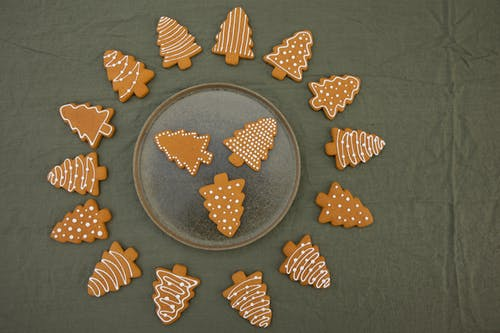 Flatlay Photography of Brown Christmas Tree-Shaped Gingerbread Cookies