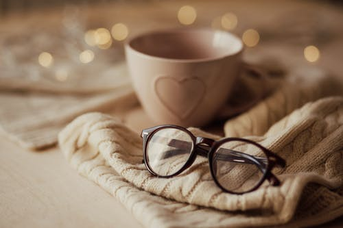 Eyeglasses with mug on warm scarf
