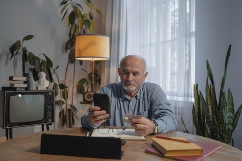 Kostenloses Stock Foto zu alt, alter mann, arbeit