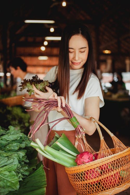 Photos gratuites de acheter, acheteur, aliments sains, arrière-plan flou