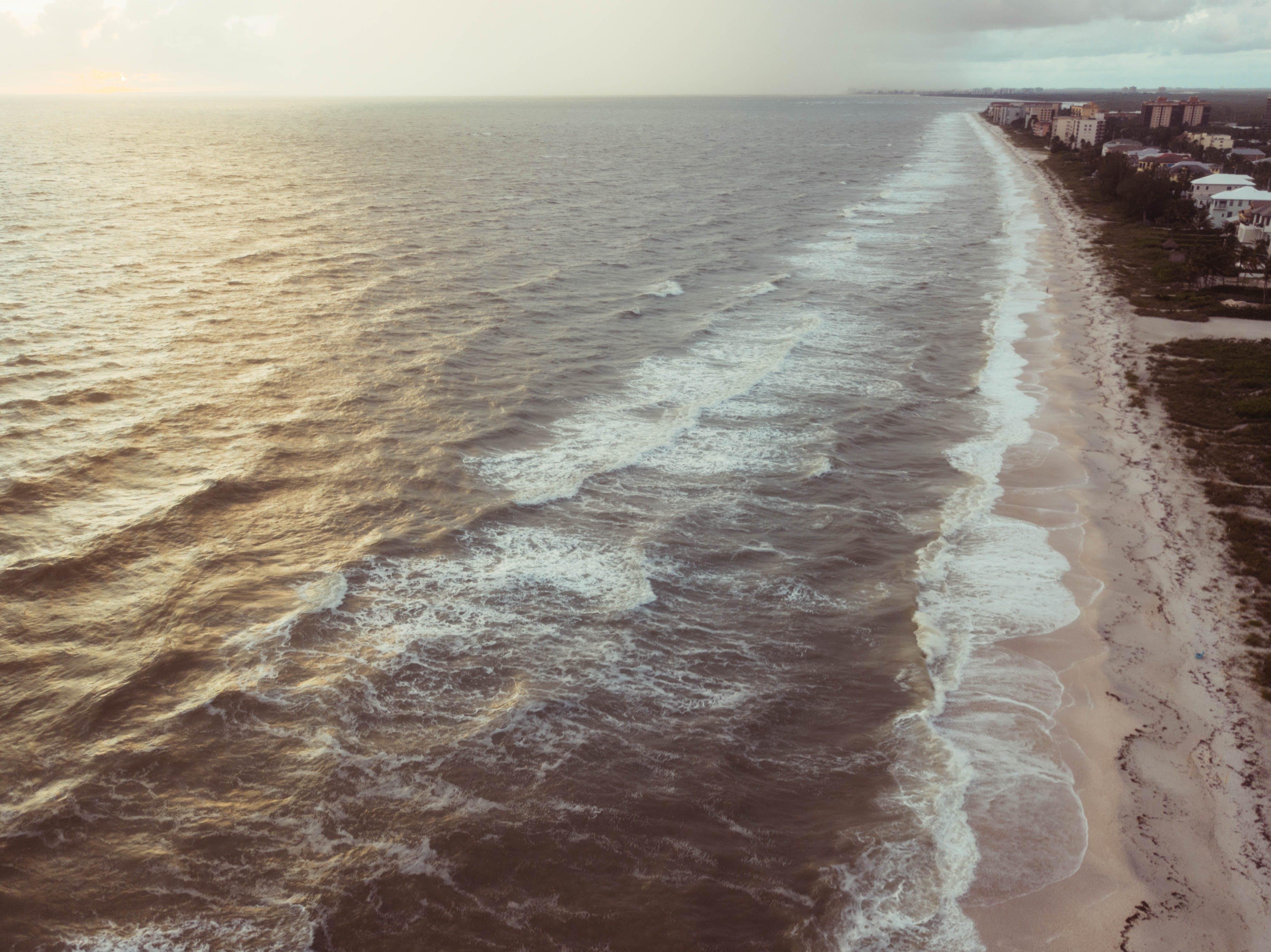 Gratis stockfoto met bij de oceaan, bird's eye view, fel, gebouwen