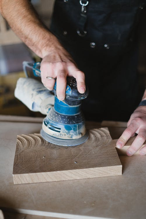 Crop craftsman with orbital sander