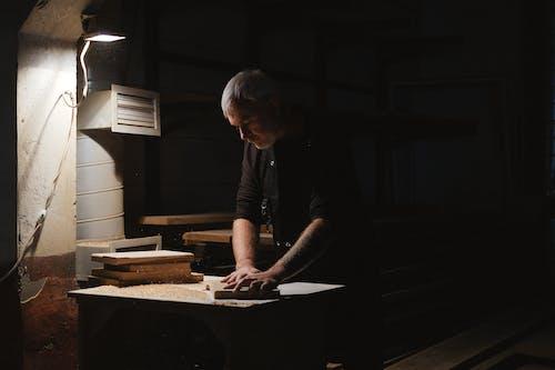 Kostenloses Stock Foto zu arbeitsplatz, handwerker, handwerkskunst