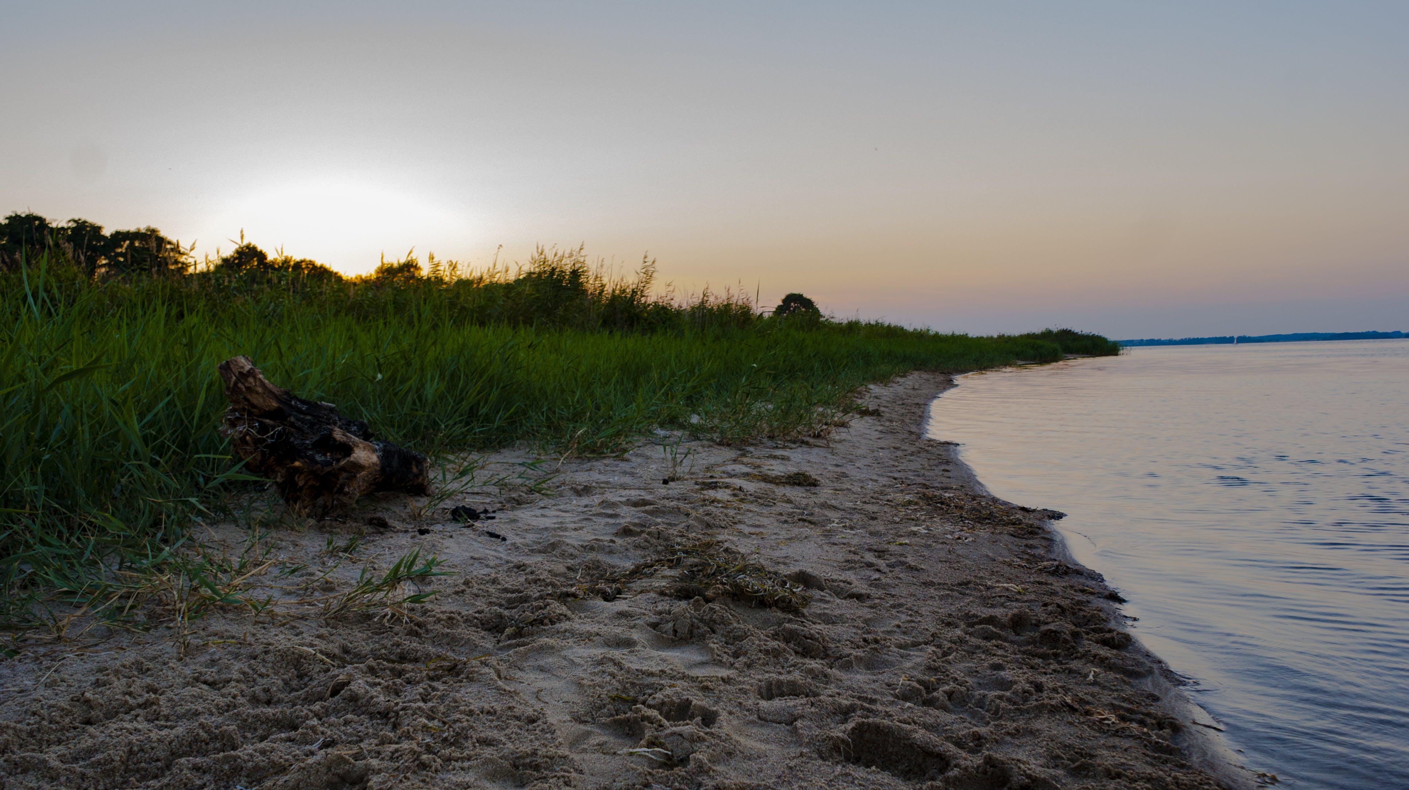 Δωρεάν στοκ φωτογραφιών με άμμος-παραλία, ανοικτή εστία, γαλάζια νερά, δύση του ηλίου
