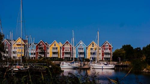 Ilmainen kuvapankkikuva tunnisteilla merellinen, portviini, talot, värikkäät talot