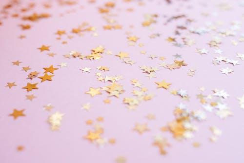 Żółte Gwiazdy Na Białym Tle